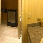 Lanai Suite #18 - Powder room