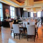 Photo de Crimson Hotel Filinvest City, Manila