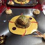 Ballotine de raie cuite simplement à la vapeur de sel sur choucroute poêlée, sauce basilic frais