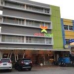 avirahotel panakkukang dapat penghargaan dari Traveloka Online Travel sebagai hotel bintang dua