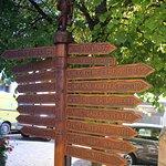 """panneau directionnel en bois """"chez Arnold"""""""