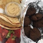 Falafel (6 to order) with pita bread and hummus