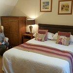 The Crown Country Inn resmi