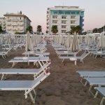 dalla spiaggia fronte Hotel Commodore