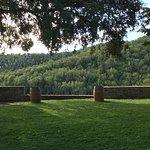庭から見えるトスカーナの秋の山