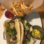 Las delicias de hoy! 14 octubre  Tacos machos de vacío (nuevo en el menú) y ensalada California