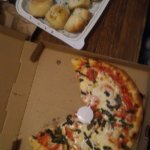 Margherita pizza, garlic knots with marinara sauce