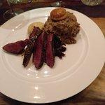 Filet van Reeuwijkse wilde eend en pie van poot met rode kool