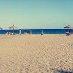 strand voor het hotel
