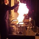 Die Feuershow beim Flambieren am Tisch