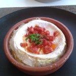 Camembert rôti au chorizo et miel