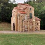 San Miguel de Lillo. Vista desde el sureste