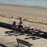 Restaurantbestuhlung am Strand
