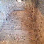 Cubículo de los músicos y actores: en la habitación de la hija del dominus; había dos columnas.