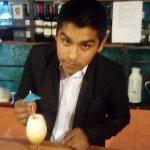 El buen bartender Harold en el bar del Kuntur Wassi