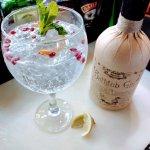 Bathtub gin served with elderflower tonic, grapefruit peel and pomegranate seeds!