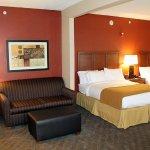 Photo de Holiday Inn Express Hotel & Suites Paducah West