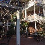 view of courtyard at Elliott House Inn - Charleston, SC