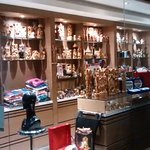 shop in the lobby selling jewelry, handicrafts and other souvenirs / mementos etc.