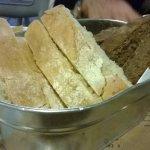 pane caldo fatto in casa da loro naturale e ai cereali