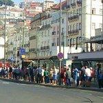 à la queue leu leu en attendant le 28 ... le tram part quand les places assises sont occupées