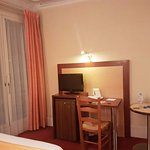 Photo of Hotel Londres Saint-Honore