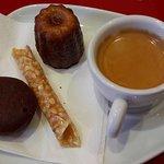 Foto de Caneles Baillardran Cafe