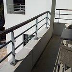 Balcon chambre #11, au dessus de la piscine...