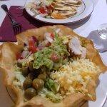 l'entrée taco salad et quesadillas