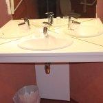 Chambre 004 : Lavabo handi