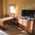 Desk area in my room - Hyatt Regency Denver Tech Center (08/Oct/17).