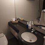 浴室有完整流理台