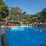 Área da piscina e lounge do Hotel Mundaí Praia Camping. Diferente de tudo que você já viu!