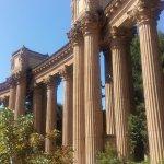 Las altas columnatas que componen el conjunto