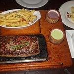 Contundente hamburguesa de tres carnes 300grs