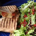 Un sandwitch con pan árabe