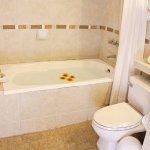 Combinación ducha-bañera , amenities