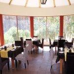 Restaurante zona panorámico con vista a la montaña.