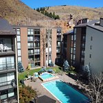 Bird's eye view of the outdoor pool and hot tub area at Vail International.