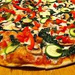 PIzza vegetariana!, espinaca, pimiento rojo, calabacita, cebolla, jitomate y champiñones! delici