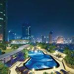 Kempinski Jakarta_Swimming Pool a_2014