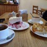pastel merengue frambuesas y streussel de durazno