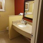 super clean bathroom;)