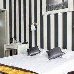 640389 Guest Room