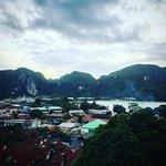 Photo de Phitharom Phi Phi Resort