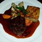 FILET DE BOEUF GRILLÉ with red wine jus shallot