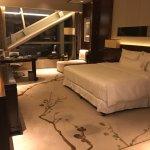 Zimmer mit Aussicht auf einen Stahlträger im Raum im 41. Stock