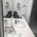 Photo de Airport Inn Hotel