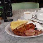Breakfast, a Full English