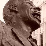 Statue devant la maison d'édition.